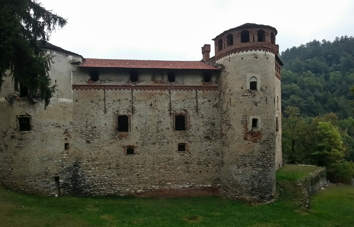Castello di Cartignano, suggestivo maniero in Val Maira