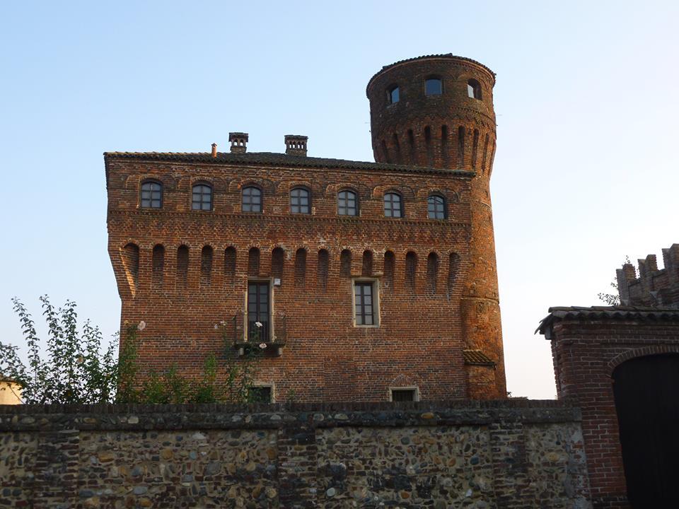 Castelli vercellesi: la fortezza dei Tizzoni di San Genuario