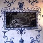 Interno del castello - disegni alla Bérain - foto di Giovanni Dughera