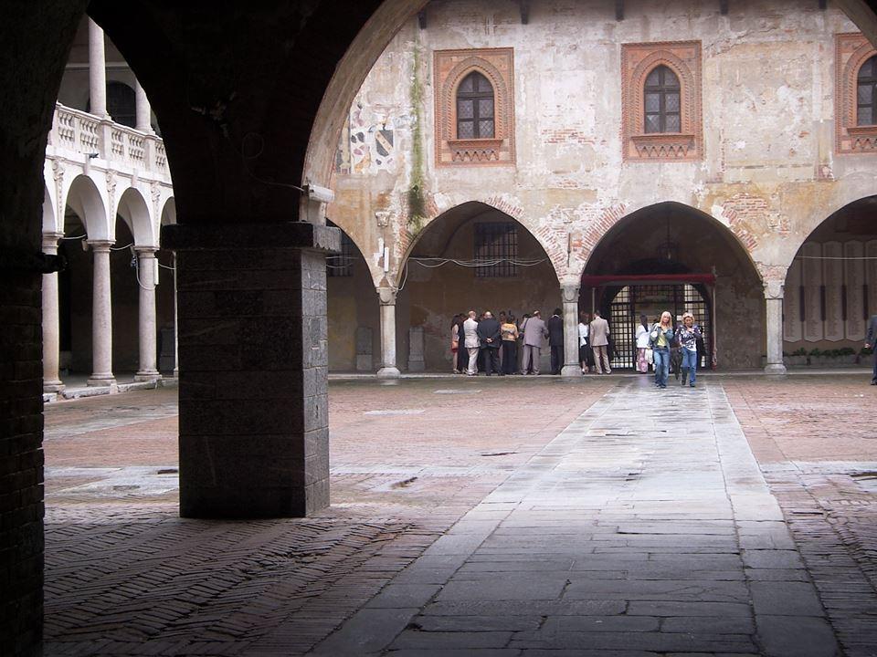 Novara - Scorcio del Broletto - foto di Paolo Barosso