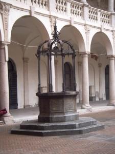 Novara - il pozzo del Broletto - foto di Paolo Barosso