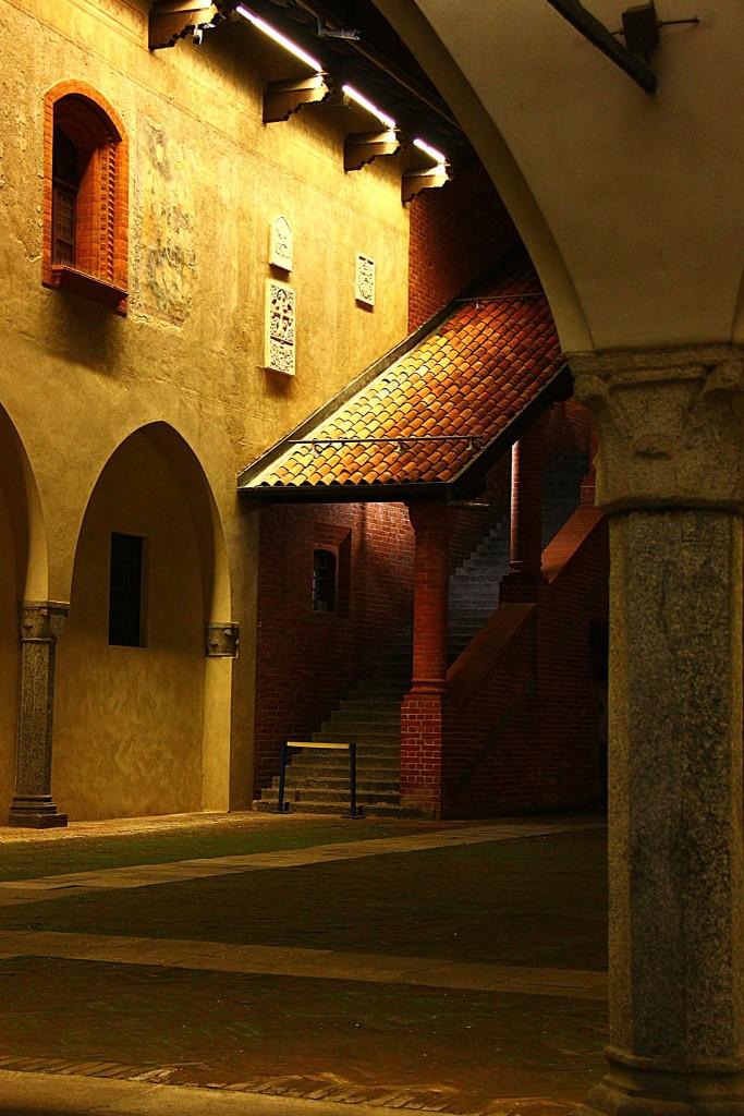 Novara - notturno al Broletto