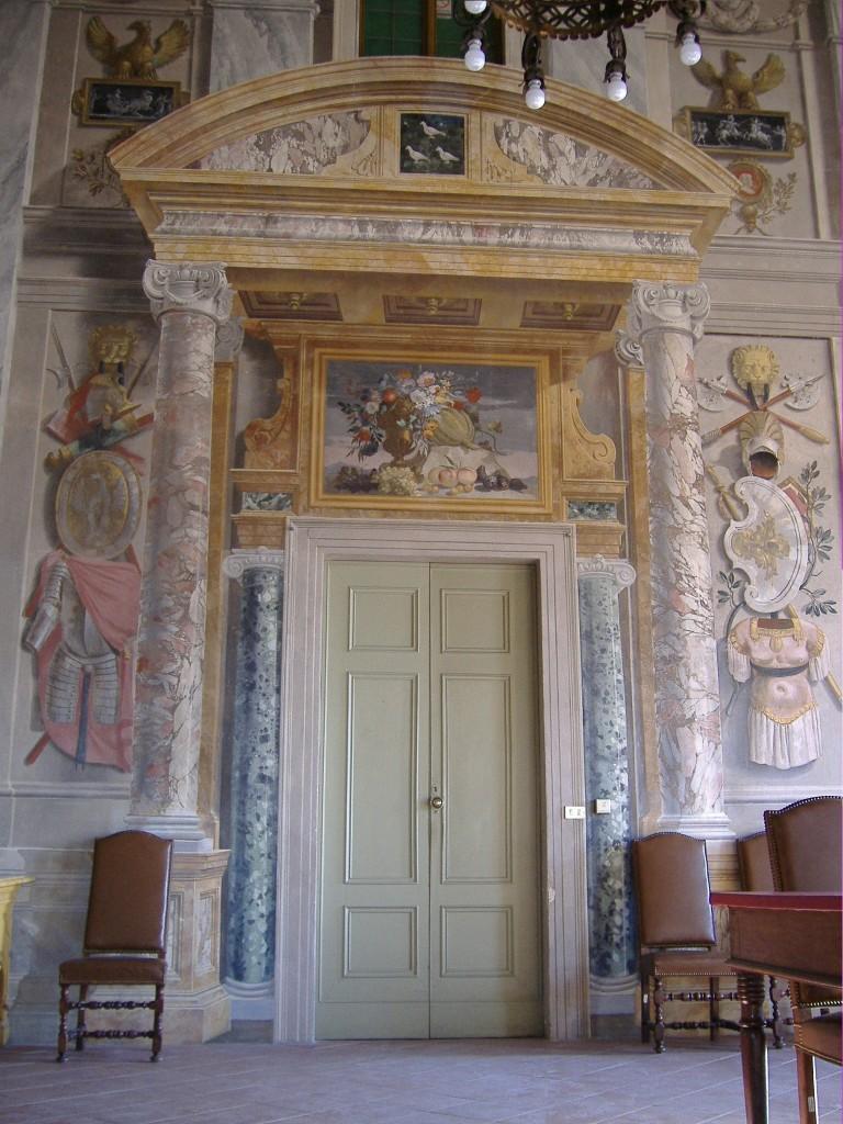 Castello di Castell'Alfero - Salone delle Allegorie, ingresso ad Est