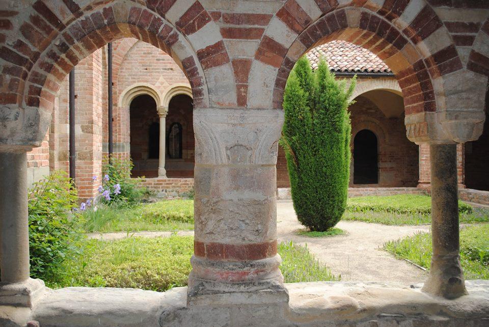 Viaggio in Monferrato - il laboratorio Nicola di Aramengo, l'intimità romanica di Vezzolano, il Colle Don Bosco e i volti monferrini