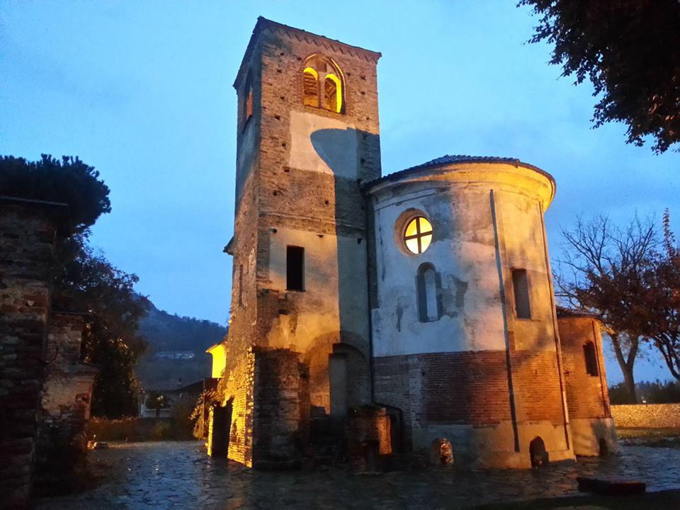 L'Abbazia di Santa Maria di Cavour in veste notturna