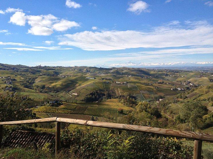 Distesa di colline tra Langhe e Monferrato