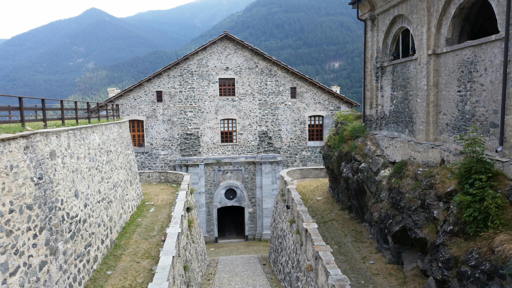 Nella fortezza di fenestrelle dalla piazza d 39 armi sino - La porta del diavolo ...