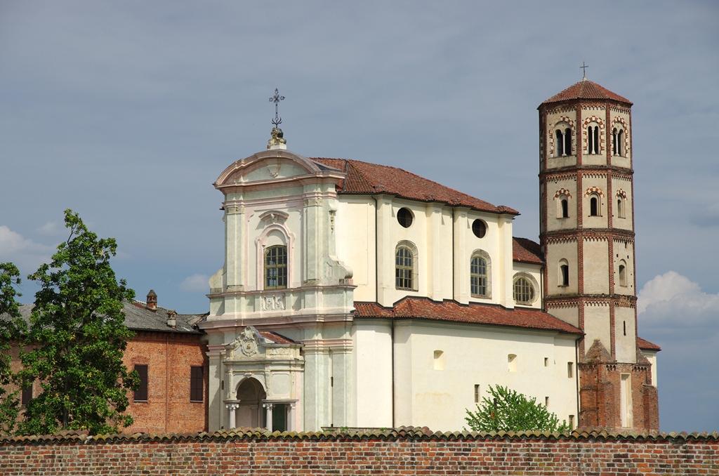 Veduta della chiesa e del campanile della ex chiesa abbaziale di Lucedio - Ph. Alberto Chinaglia