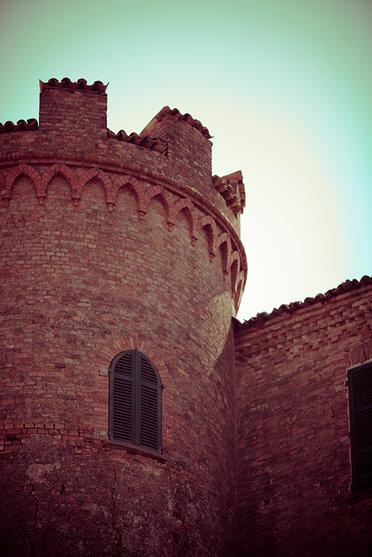 Castello di Calosso - dettaglio della torre