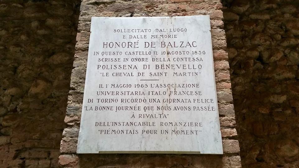Castello di Rivalta con l'epigrafe che ricorda il soggiorno di Balzac