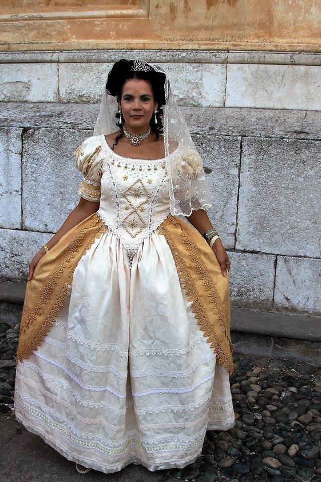 S.A. la principessa del Pozzo dalla Cisterna, Dama di Compagnia della DFuchessa Anna