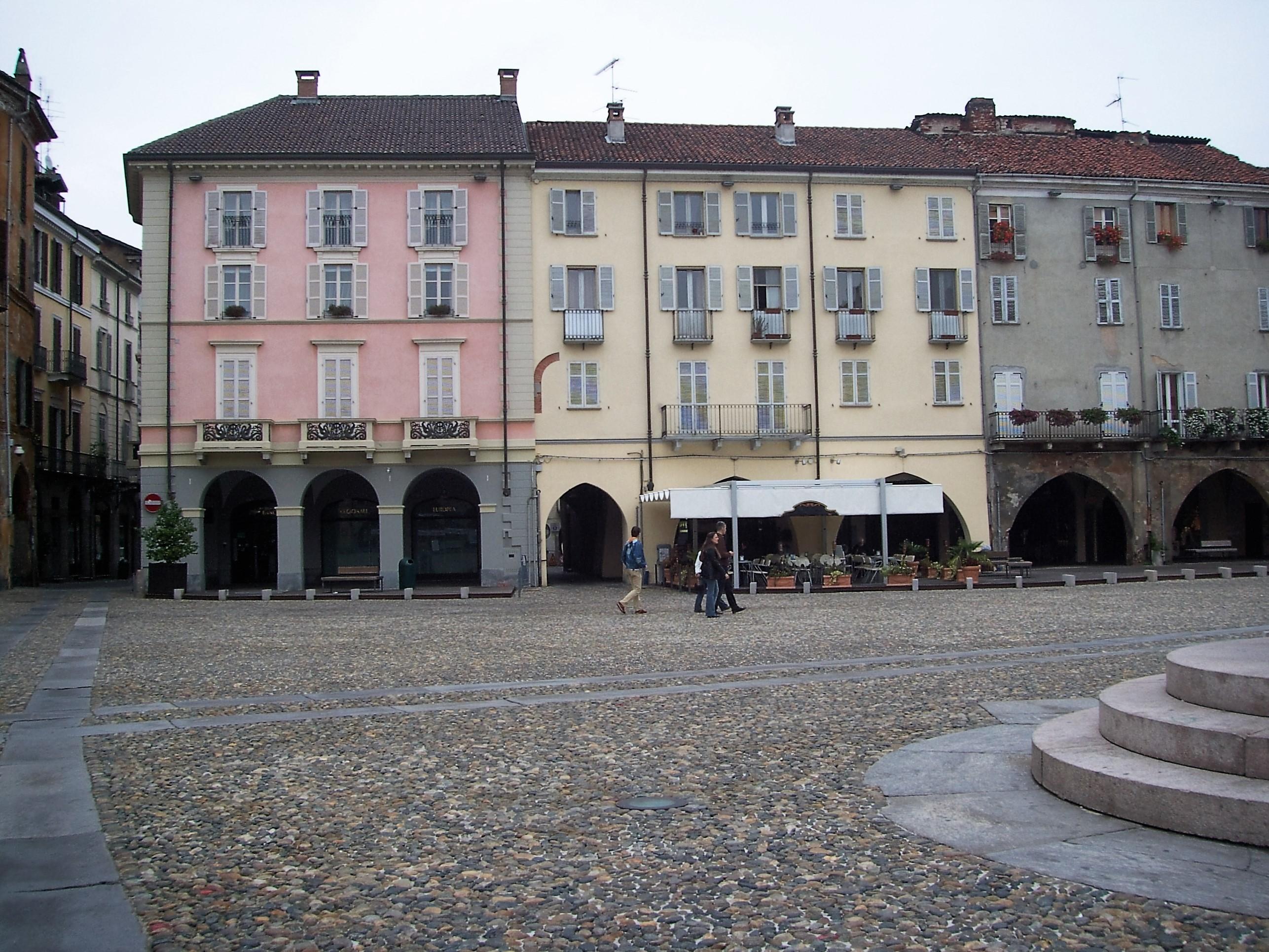 Scorcio della Piazza Maggiore a Vercelli