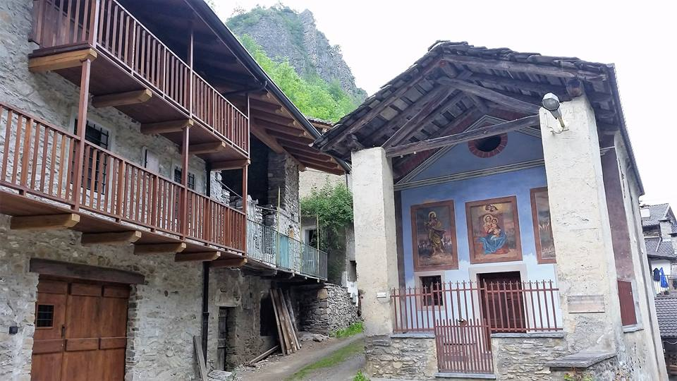 """Alla scoperta di Celle di Macra, tra paesaggi alpini, affreschi medioevali e... il museo degli """"ancioé"""""""