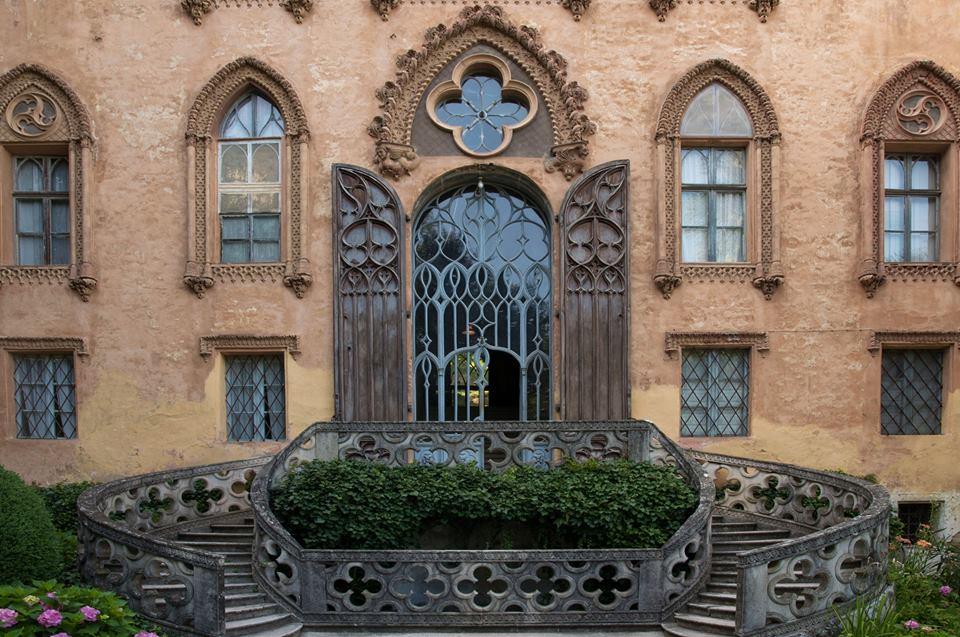 Il neogotico castello del Roccolo a Busca, che fu dimora estiva dei marchesi d'Azeglio
