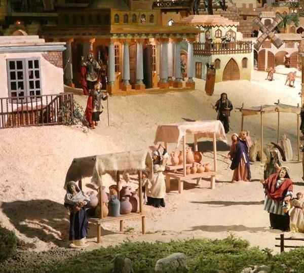 Tradizioni natalizie: il Presepe Meccanico di Cavallermaggiore, capolavoro di abilità artigianali, tra antichi mestieri del Piemonte e preziose statuette provenzali