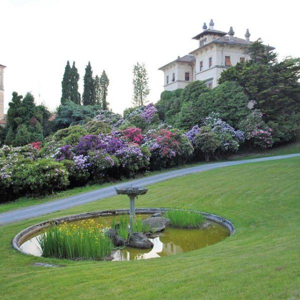 Giardini piemontesi: a Pollone le fioriture di Villa La Serena, immersa nel paesaggio delle montagne biellesi