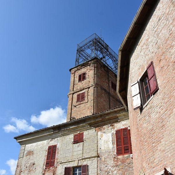 """Il castello Radicati a Robella e la sua """"specola"""", primo esempio di """"architettura del ferro"""" in Piemonte"""