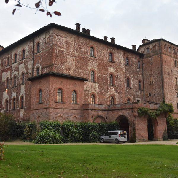 Il castello di Pralormo, da fortezza dei Roero a raffinata residenza dei conti Beraudo