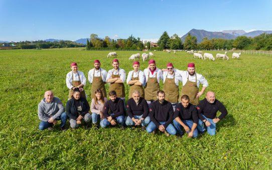 """Rivoli, l'azienda Scaglia ottiene l'Igp come allevamento di """"vitellone piemontese della coscia"""""""