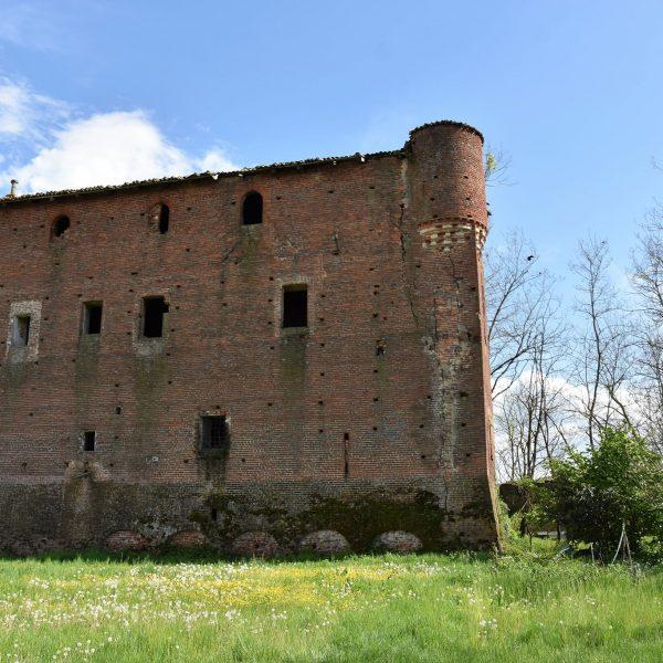 Il castello di Palazzo Valgorrera, antico presidio dei Biandrate nelle campagne di Poirino