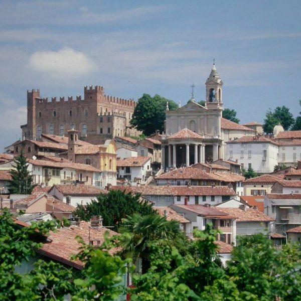 Montemagno, il castello dei Calvi di Bergolo e le vigne del Ruchè